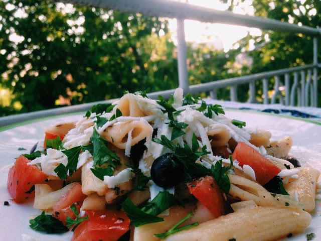 Salata paste cu telemea