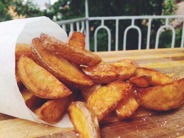 Cartofi wedges prajiti