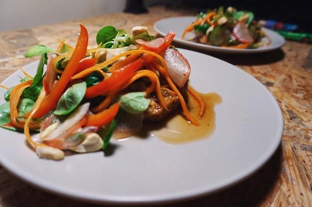 Cotlet de porc cu salata de legume