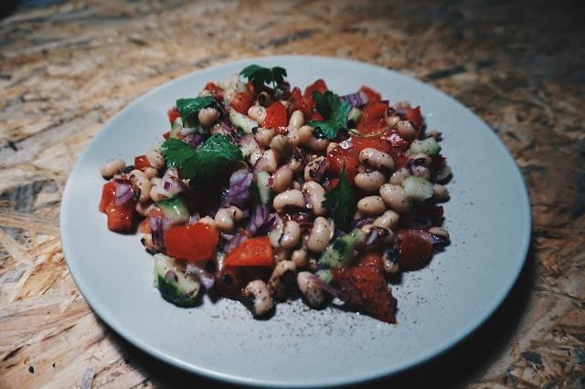 Salata de fasole si rosii