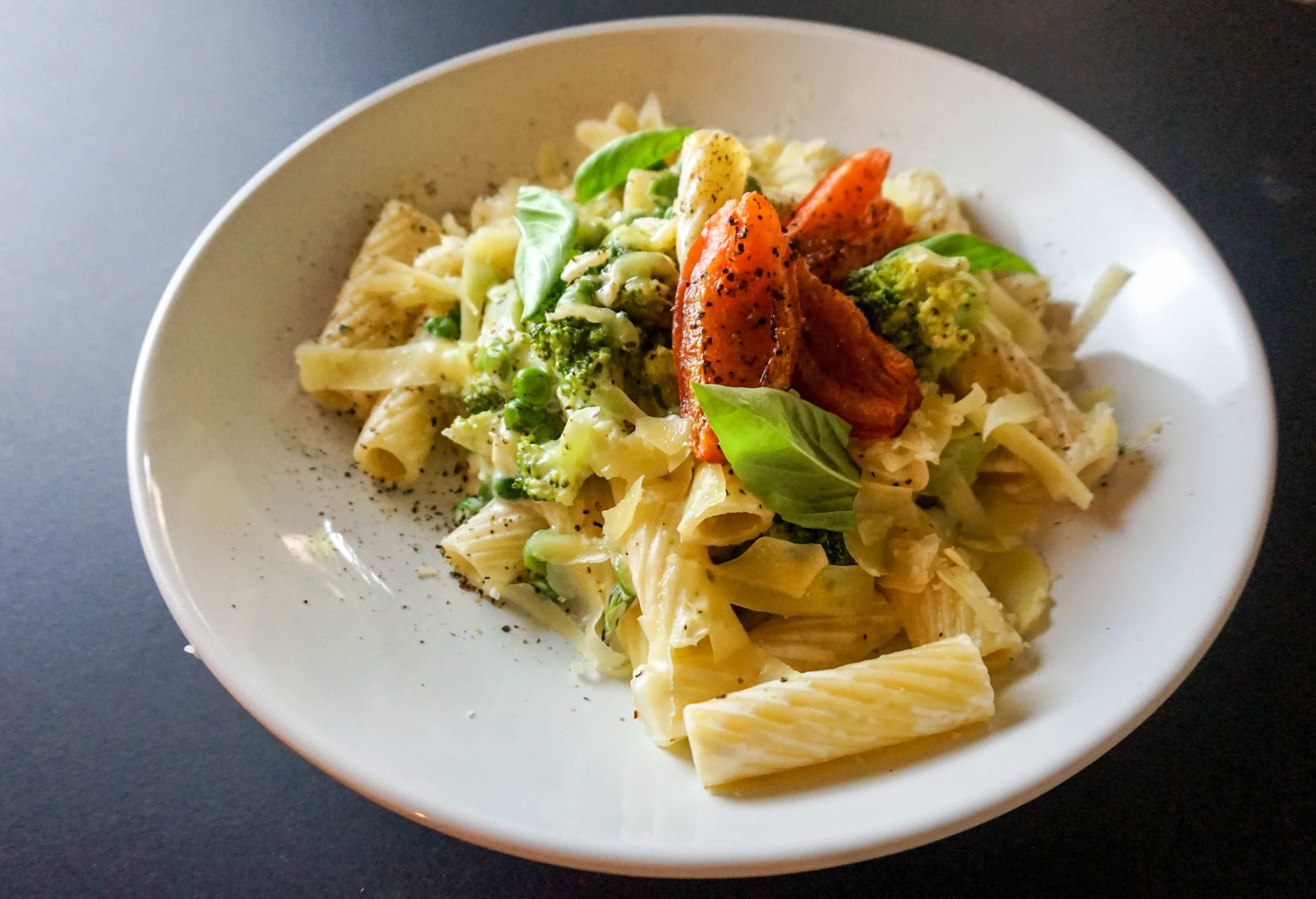 Paste crema branza cu broccoli si mazare